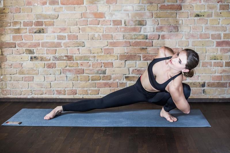 kraft-durch-yoga-asana-rebel