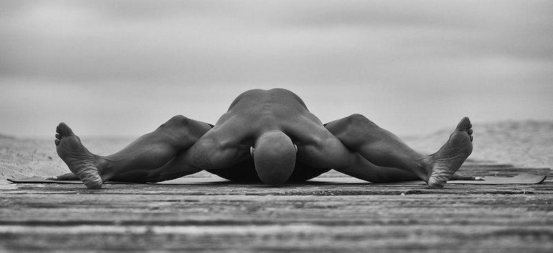 kraft durch yoga mann