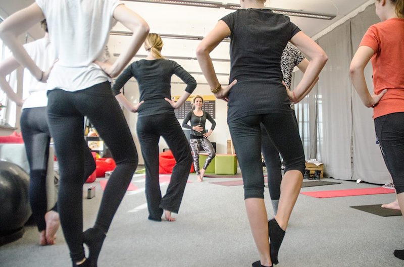 Office Yoga im Stehen