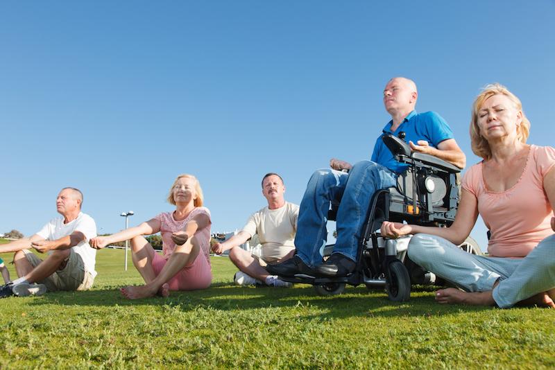 Yoga fuer Menschen mit Behinderung - Rollstuhl