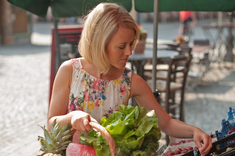 Gesunde Ernaehrung und Yoga EAT-TRAIN-LOVE-Marktbesuch