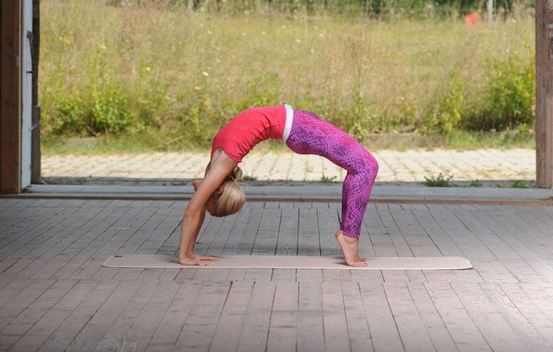 Gesunde Ernaehrung und Yoga EAT TRAIN LOVE beim Yoga