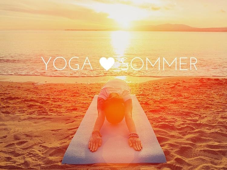 Yoga im Sommer am Strand