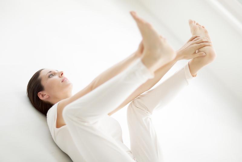 Yoga im Liegen Happy Baby Pose
