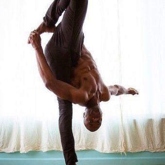yoga_fuer_maenner_steht