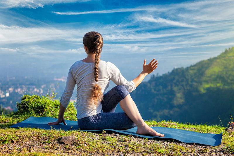 Yoga Uebungen im Sitzen der Weise