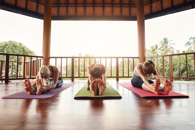 regelmaessige-yoga-praxis-mit-freunden