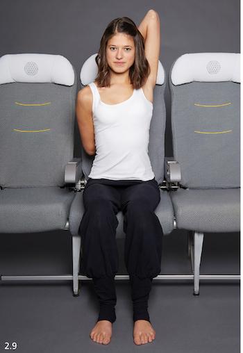 yoga-im-flugzeug-armstrecker