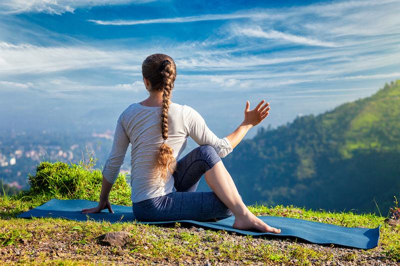 yoga-uebung-fuer-knie-drehsitz
