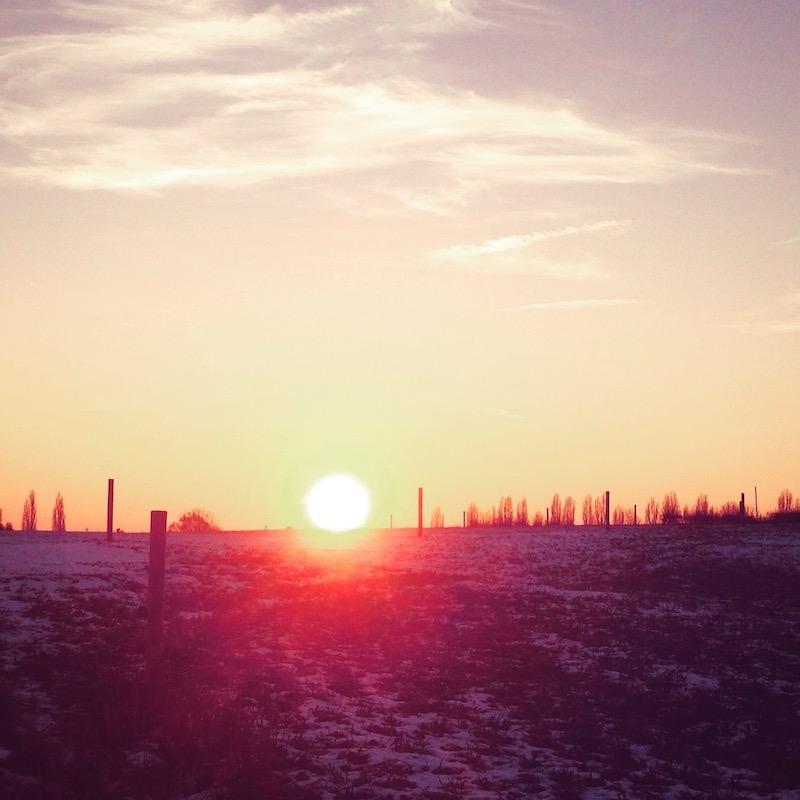Wintertief besiegen Sonnenuntergang