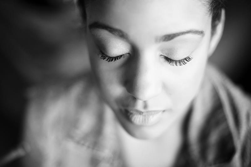 Yoga gegen Tinnitus Augen geschlossen