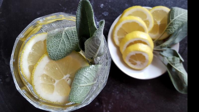 Erkaeltungszeit-Tipps-Blaetter-Salbei-Zitronen-Sirup