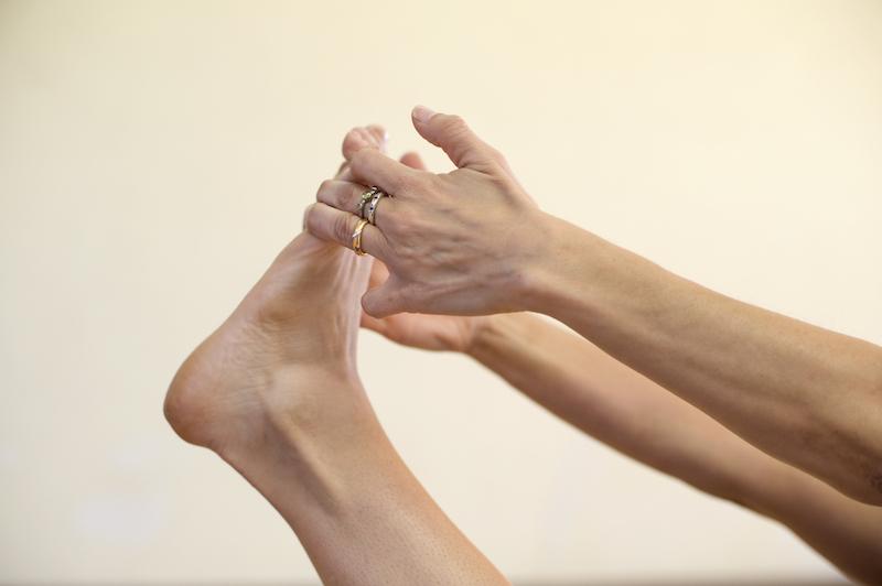 Yoga-gegen-Rheuma-Fussgelenk