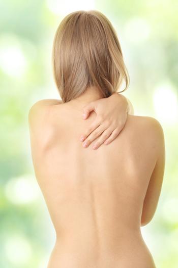 Yoga-gegen-Rheuma-Rueckenschmerzen