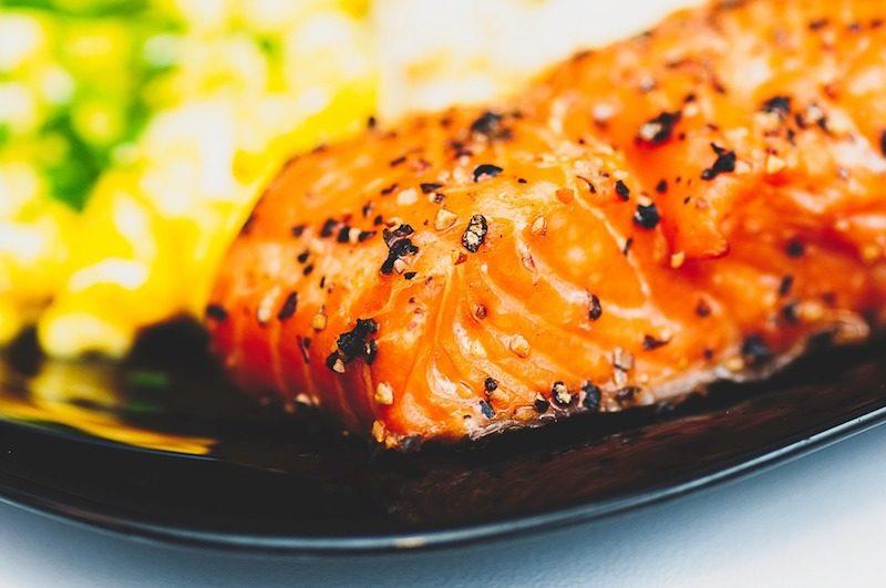 Lebensmittel-fuer-besseren-Schlaf-Lachs