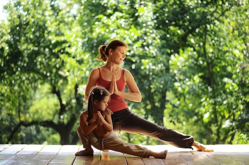 Yoga-fuer-Kinder-Mama-Tochter