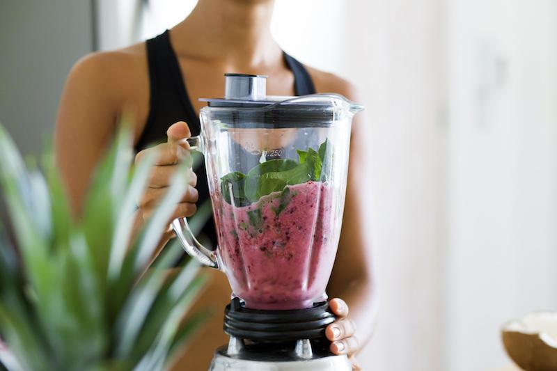 Frühlingsdrinks: Ein Mixer sollte sich in jeder Küche befinden