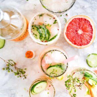 Leckere Sommerdrinks, die euch im Sommer abkühlen: Von Gurke über Wassermelone bis hin zu Aloe Vera.